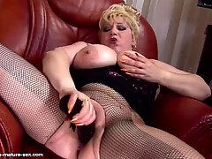 Mature stupid whore mom piss from her huge cunt