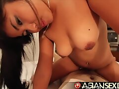 Asiatisk bang-out dagbok - ung asiatisk Skönhet med Hårig Fitta tar vit weenie