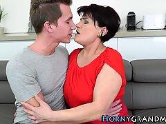 Femme Mûre Grand-Mère obtient Sperme