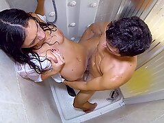 Housewife penetrates Plumber in the bathroom
