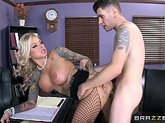 Asalta cunas tatuada Britney Shannon se hace cargo - brazzers