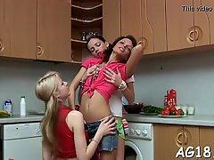 Perempuan lesbian dan mainan adalah sekutu