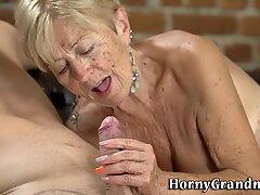 Wajah nenek sperma