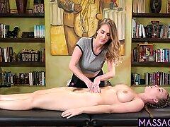 Arg Ex Fru Lurad Hans älskare i Lesbisk Massage