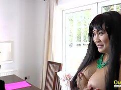 Fröken Pinay på Interwru har sex med Lacey Starr
