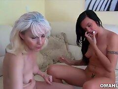 Blondi Mummo Lesbo Toiminnassa Teini kanssa