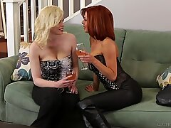 Veronica Avluv dan Kristy Salju seks lesbian panas