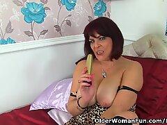 Britisk Milf Christina X gør hendes nylonede Fisse