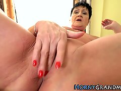 Horny nak seks dengan nenek naik batang