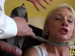 Facefucked brit großmutter gefingert in ihrem arsch