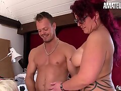 Amateureuro - Hot nonna Hiltrude Shares di Bodo's Cazzo con BFF
