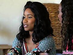 Твистис - бела жена кугуар оре два ужарена црначка тинејџера