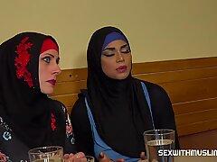 Moslimvrouw spreidde haar Benen voor ID & # 039_S