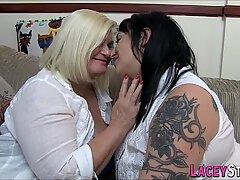 Farmor och Knubbig Tatuerade Lesbisk