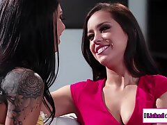 Alina degete lesbiene data ei