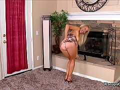 Erica Lauren le encanta jugar a Consolador.