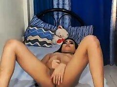 Sexy pinay shemale zeigt ihre großen titten live vor der kamera