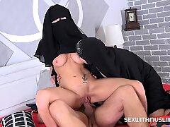 الأمريكية Whore Stepmother Desire مبتل هزة الجماع